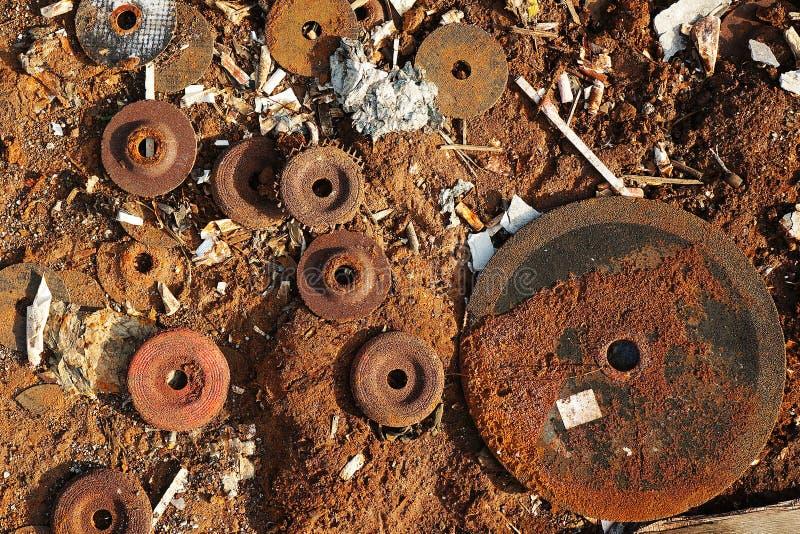 Använda mala disketter för handmolarmetall royaltyfri fotografi
