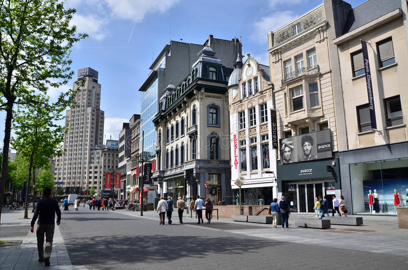 Anvers, Belgique - 10 mai 2015 : Touriste sur le Meir, la rue principale d'achats d'Anvers images libres de droits