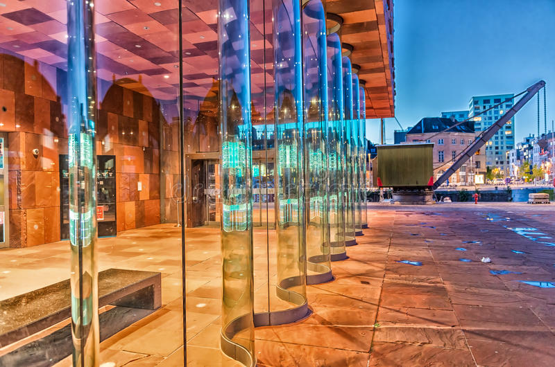ANVERS - 3 MAI : Musée de Stroom aan (MAS) le long de la rivière Sche image libre de droits