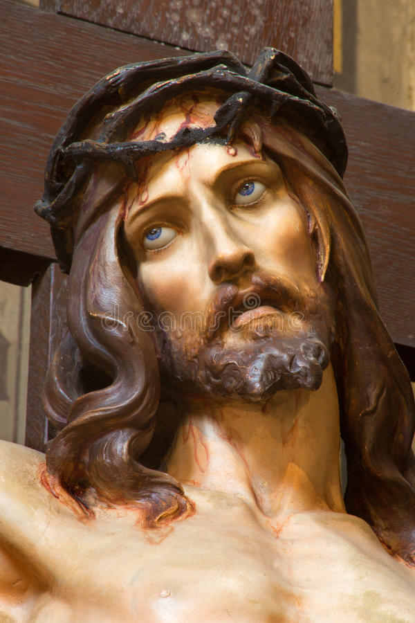 Anversa - Gesù sull'incrocio da Joriskerk o dalla chiesa di St George fotografia stock