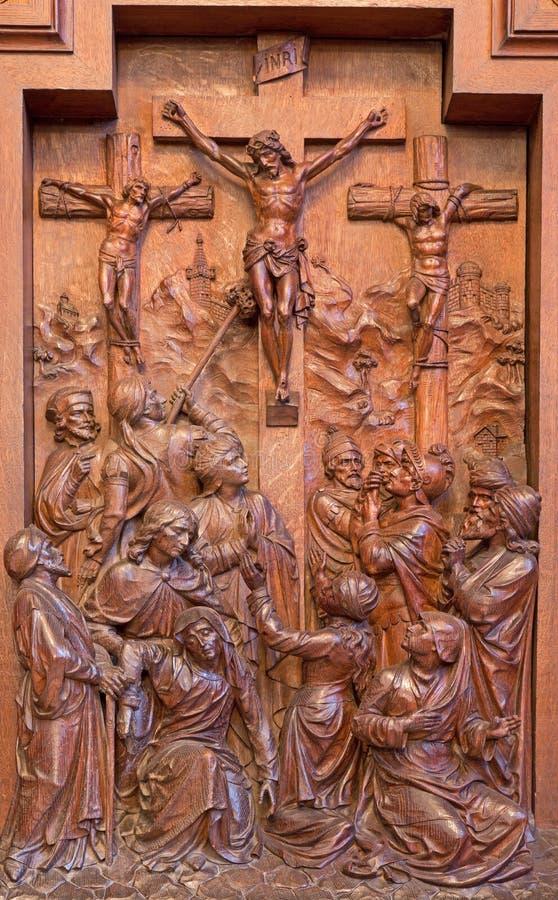 Anversa - sollievo di crocifissione come componente del ciclo trasversale scolpito di modo nella chiesa della st Pauls (Paulskerk) immagine stock