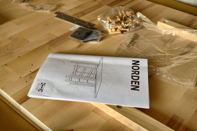 Anvisningar för enheten av Ikea royaltyfria foton