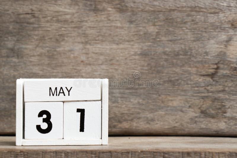 Anwesendes Datum 31 des weißen Kalenderblocks und Monat Mai lizenzfreies stockbild