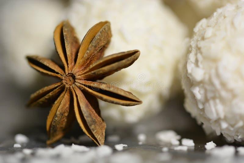 Anyż gwiazda z białą czekoladą obrazy stock