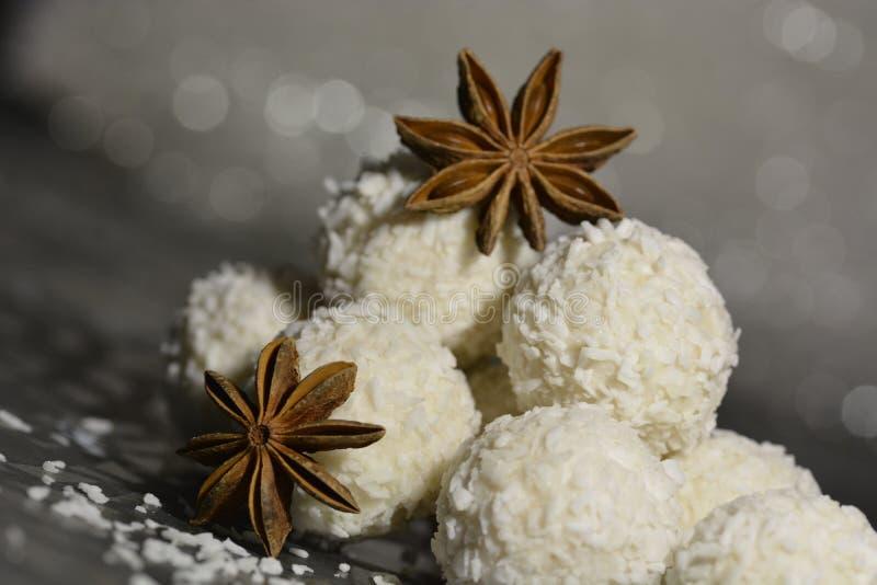 Anyż gwiazda z białą czekoladą obraz royalty free