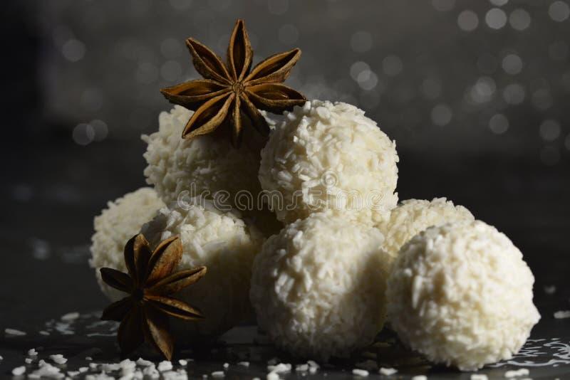 Anyż gwiazda z białą czekoladą zdjęcie stock
