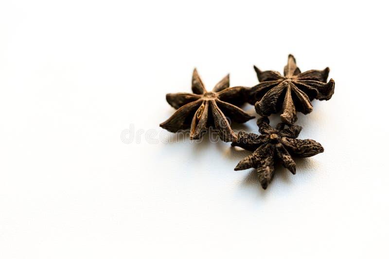 anyżowy tło grać główna rolę biel Pikantność dla kawy, gorąca herbata, rozmyślający wino, poncz zdjęcia stock