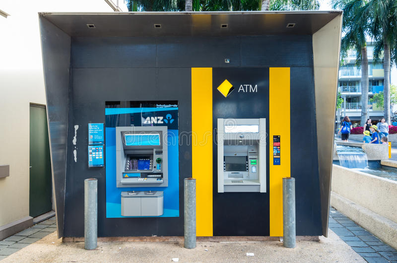 ANZ-bank och Commonwealth Bank ATMs i Brisbane, Australien arkivfoton