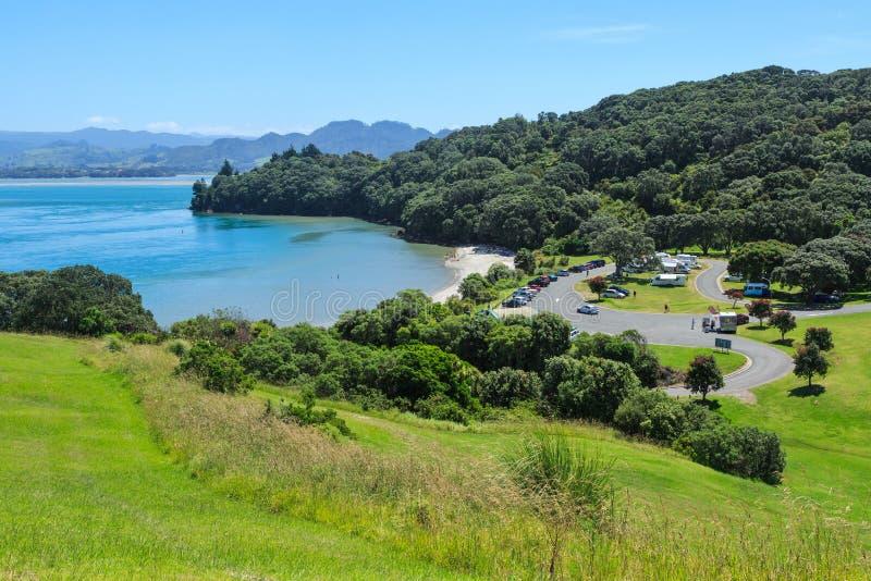 Anzac Bay, Bowentown, dans la baie ensoleillée de l'abondance, le Nouvelle-Zélande photo stock