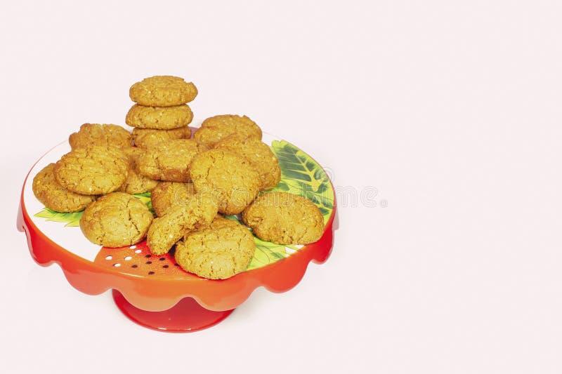 Anzac Biscuits On Cake Stand fait maison images libres de droits