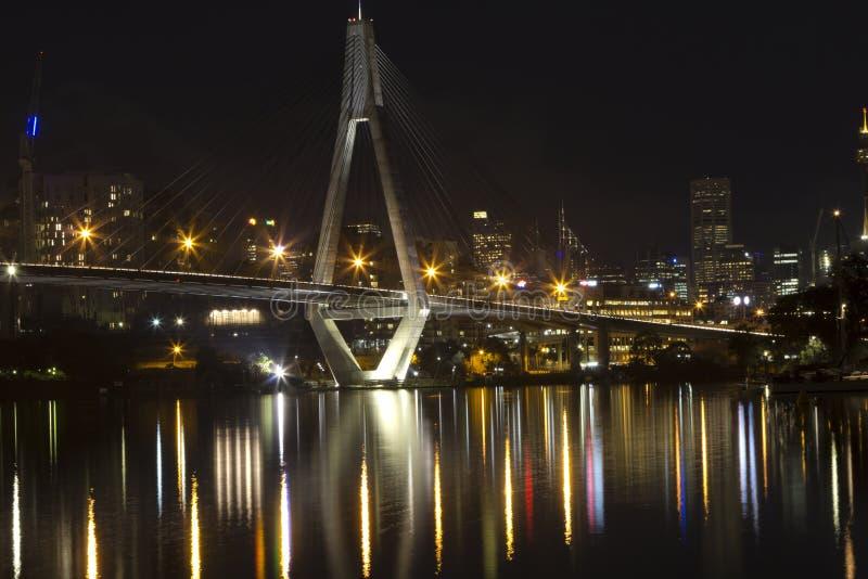 Anzac Brücke an der Nachtzeit, Sydney Australien lizenzfreies stockbild