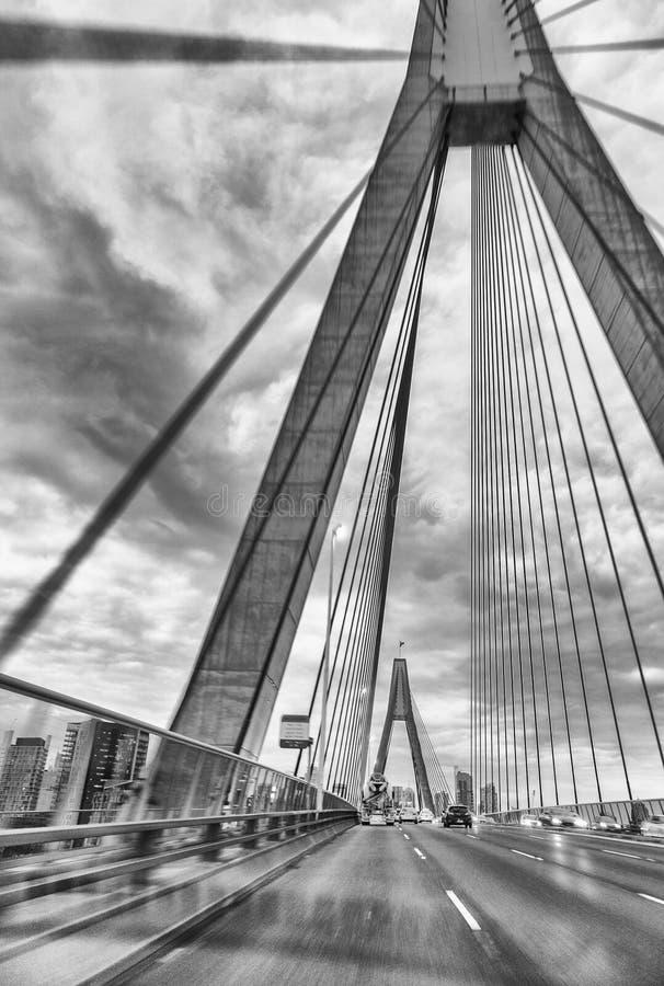 Anzac Bridge avec la circulation urbaine, Sydney photos libres de droits