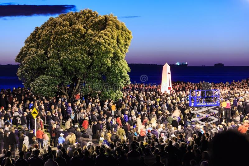 Anzac Day 2018, montering Maunganui, Nya Zeeland: Dawn Parade royaltyfria bilder