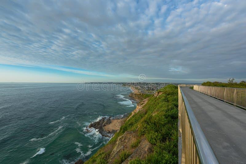 Anzac Pamiątkowy spacer i Prętowa plaża w Newcastle NSW Australia fotografia royalty free