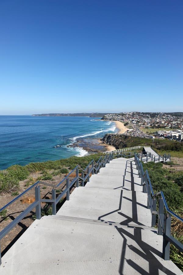 ANZAC spaceru Prętowa plaża - Merewether Newcastle Australia obraz stock