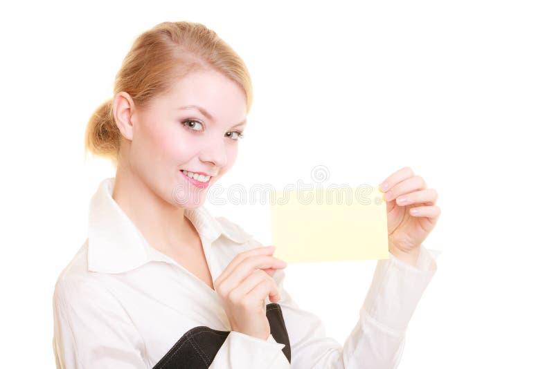 Anzeige Geschäftsfrau, die leere Kopienraumkarte hält lizenzfreies stockfoto