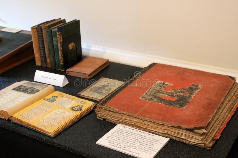 Anzeige von Einzelteilen, die von Frank Baum, Zauberer- von Ozautor, am Museum des gleichen Namens, Chittenango, New York spreche stockbild