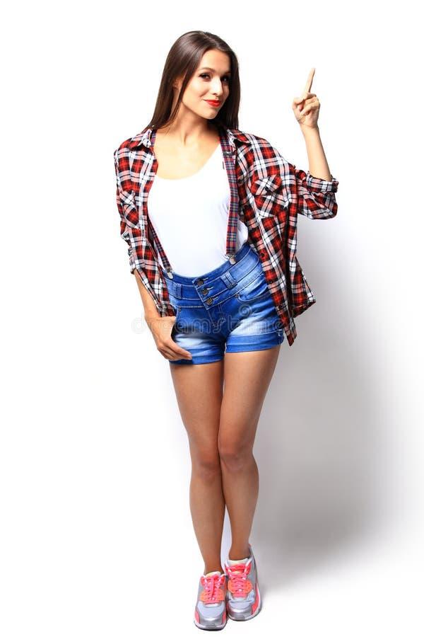 Anzeigenkonzept - attraktive junge Frau in der zufälligen Kleidung lizenzfreies stockfoto