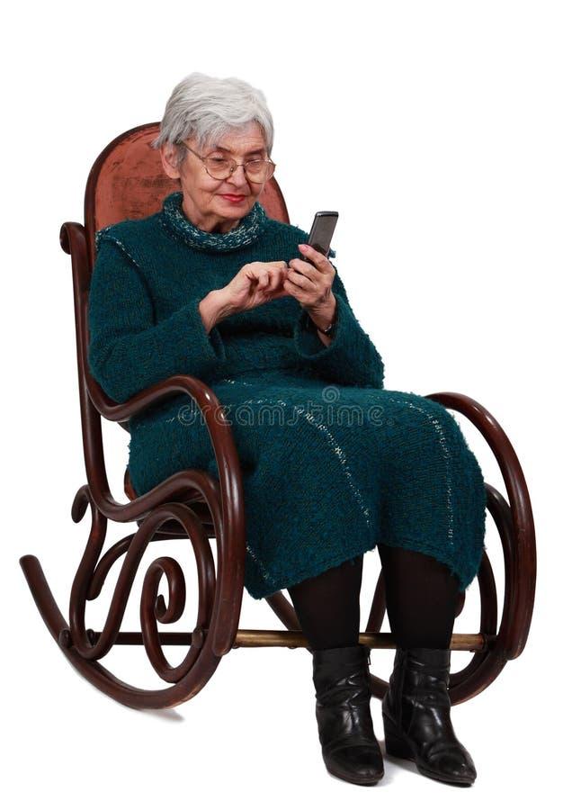 Anziana con il telefono mobile immagine stock libera da diritti