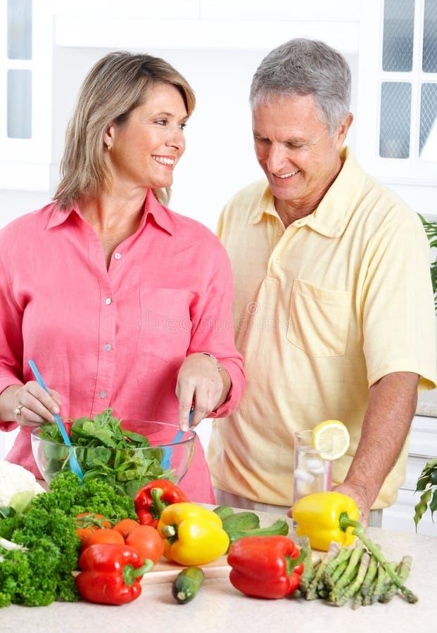 Anziani alla cucina
