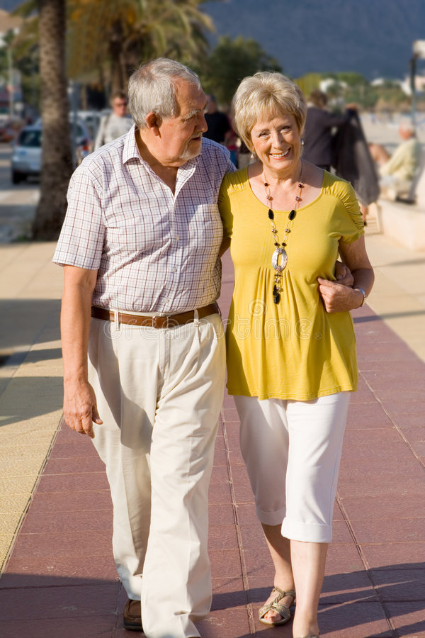 Anziani amorosi felici fotografia stock