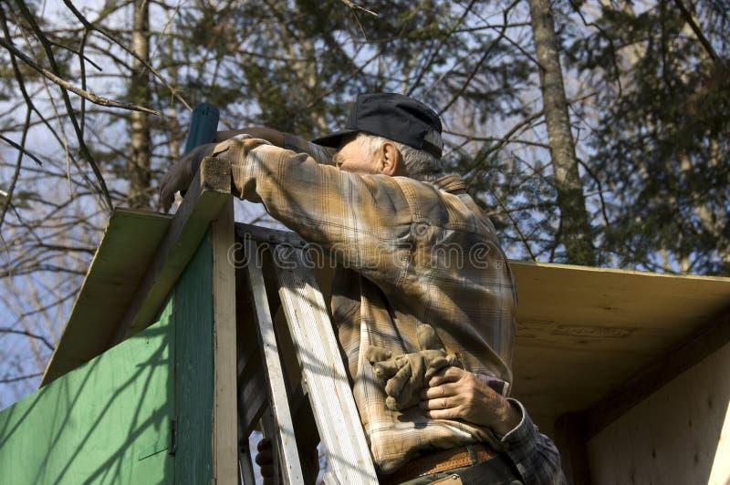 Anziani che incorniciano una cabina fotografie stock libere da diritti