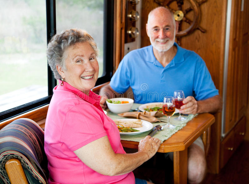 Anziani di rv - pranzare casuale fotografie stock