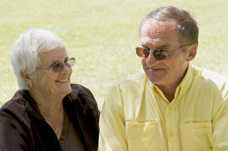 Anziani durante gli anni dorati fotografie stock libere da diritti