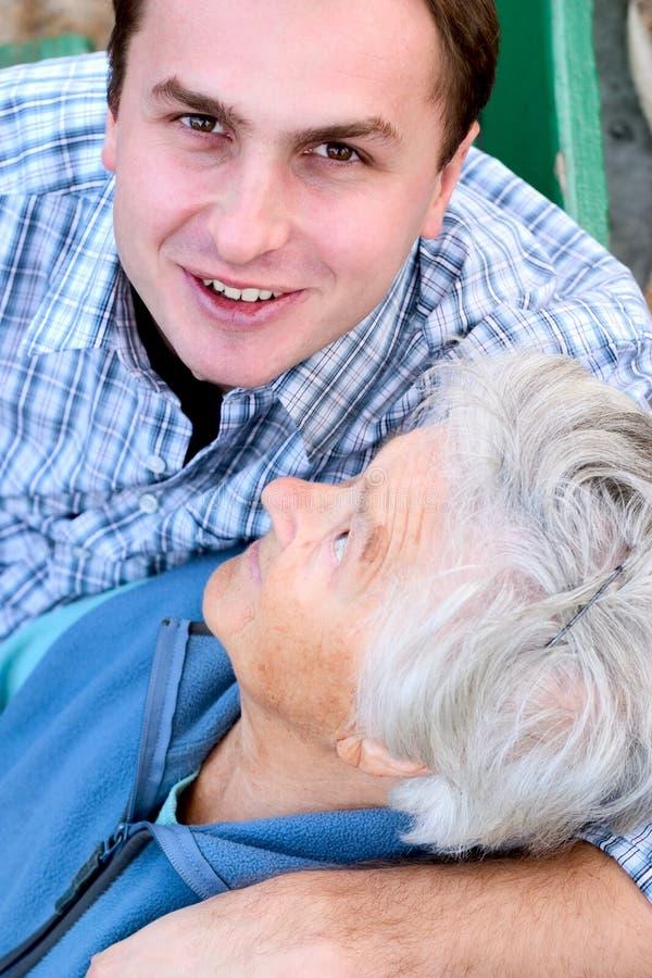 Anziani e giovani immagine stock libera da diritti