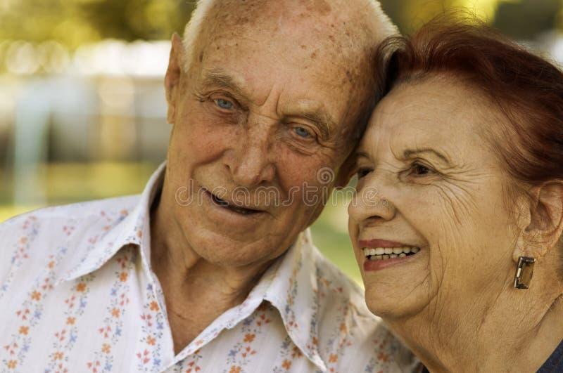 Anziani nell'amore immagini stock libere da diritti