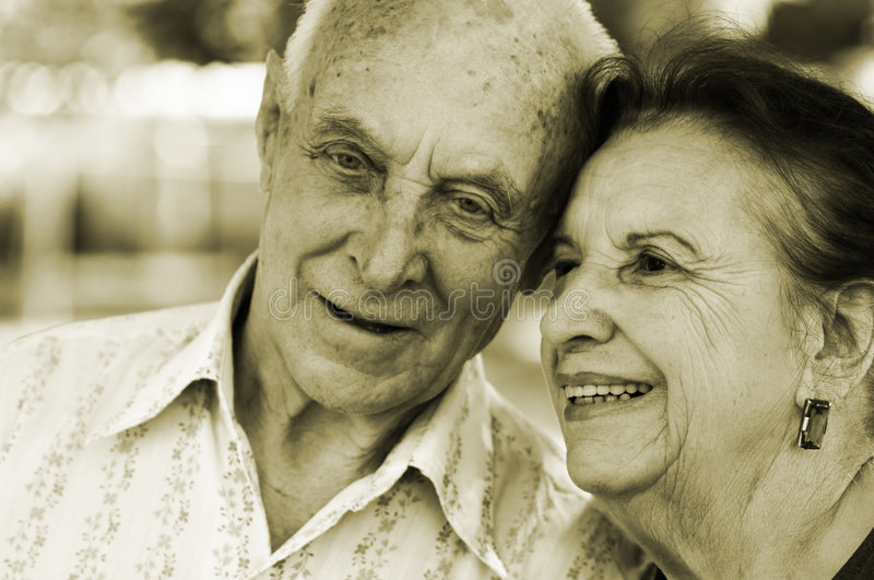 Anziani nell'amore fotografia stock