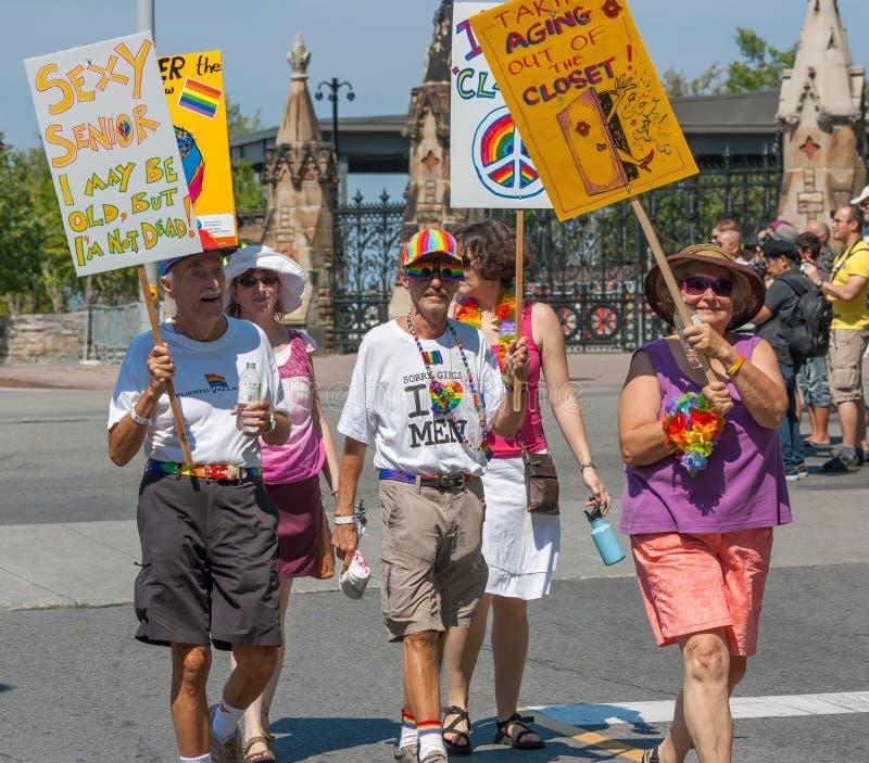 Anziani in Pride Parade capitale fotografia stock