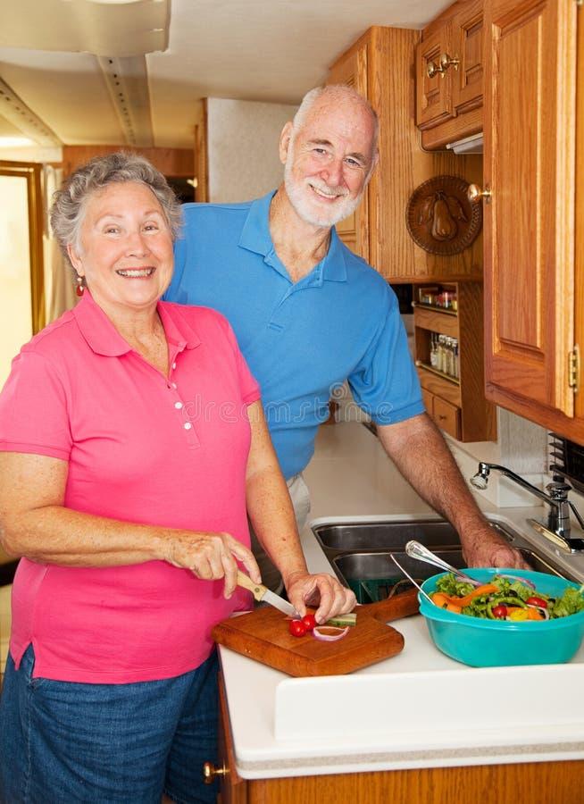 Anziani rv - Nella cucina fotografia stock