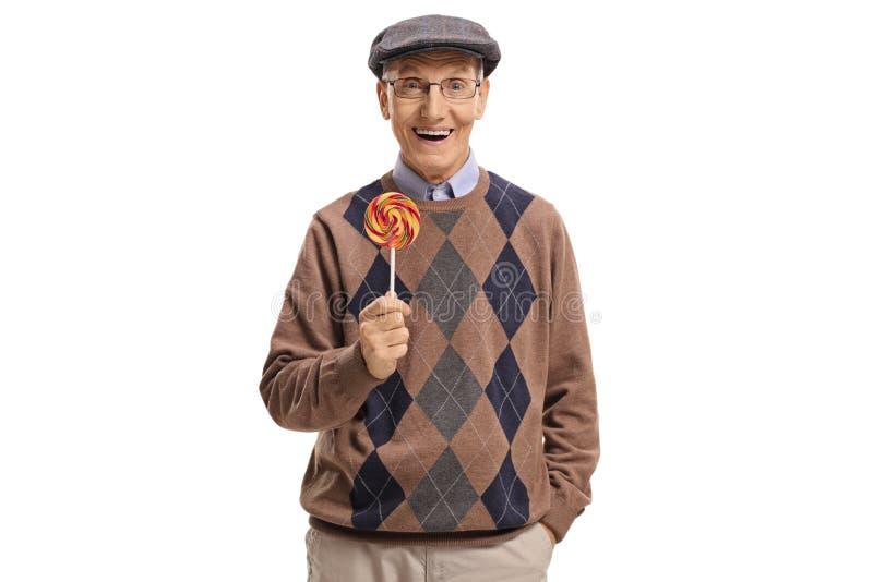 Anziano che tiene una lecca-lecca e sorridere fotografie stock