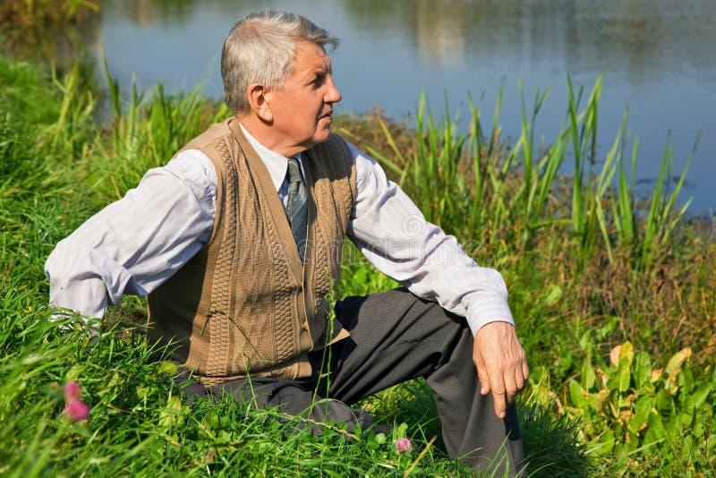 anziano del fiume dell'uomo immagini stock libere da diritti