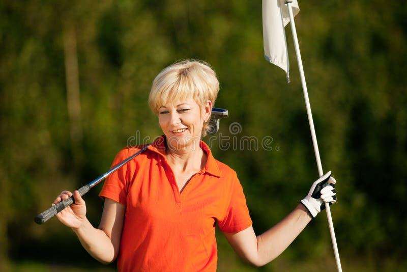 anziano del giocatore della signora di golf fotografie stock