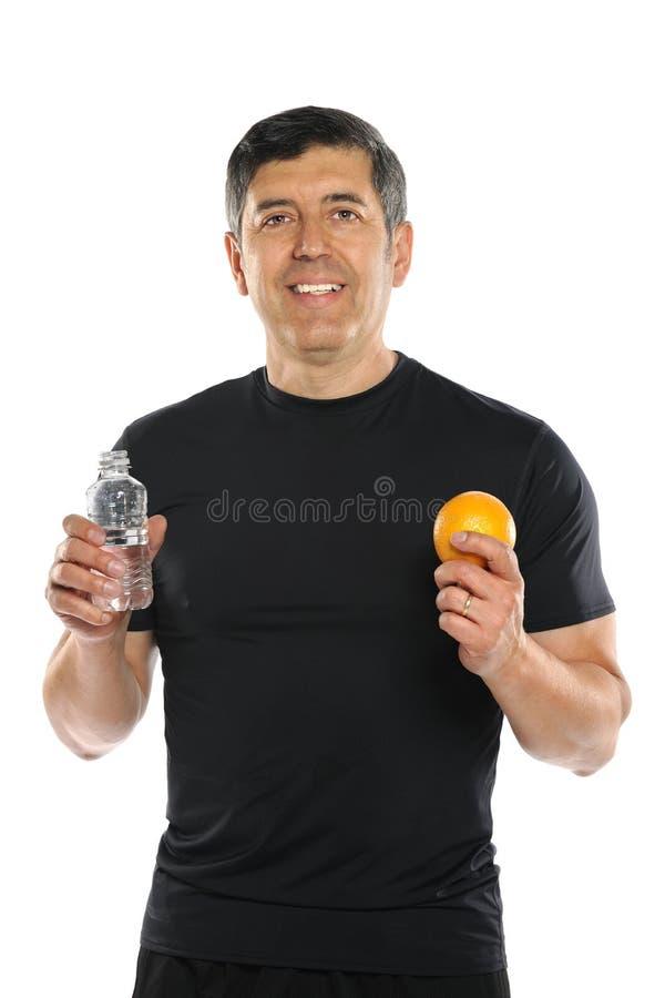 Anziano ispano con acqua in bottiglia e l'arancia fotografia stock