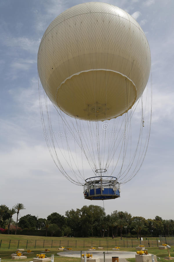 Anziehungskraft Tel Avivs neuer Heißluft-Ballon TLV in HaYarkon-Park lizenzfreies stockbild