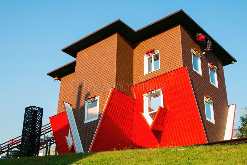 Anziehungskraft-umgedrehtes Haus stockfotos