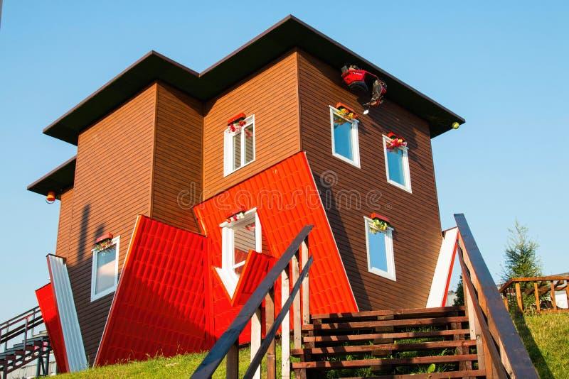Anziehungskraft-umgedrehtes Haus stockfoto