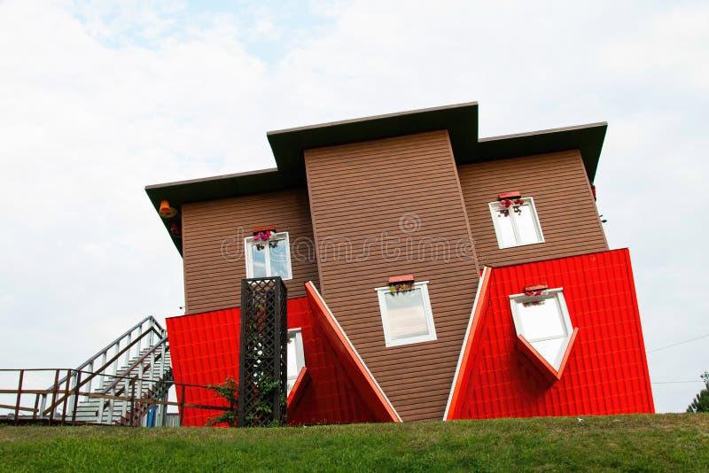 Anziehungskraft-umgedrehtes Haus stockbilder