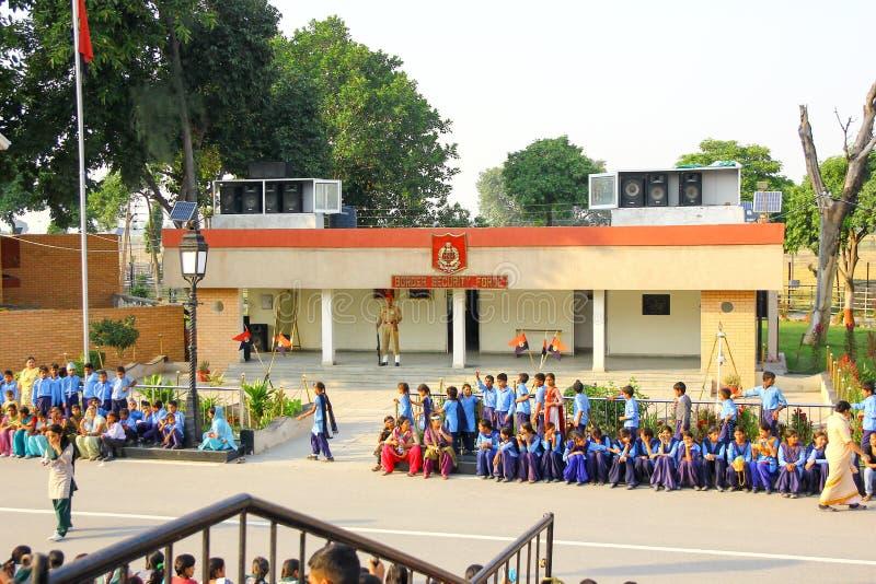 Août 15,2018, frontière de Wagha, Amritsar, Inde La foule indienne encourageant et célébrant l'événement indien de Jour de la Déc image libre de droits