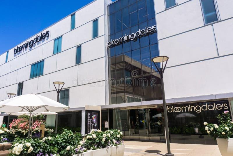 """2 août 2018 Palo Alto/CA/Etats-Unis - Bloomingdale \ """"magasin de s situé dans l'air ouvert classieux Stanford Shopping Mall, photos libres de droits"""