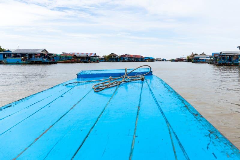 Août : 29 : 2018 - SIEM REAP, CAMBODGE - villages de flottement sur le lac sap de Tonle Siem Reap Cambodge photos libres de droits