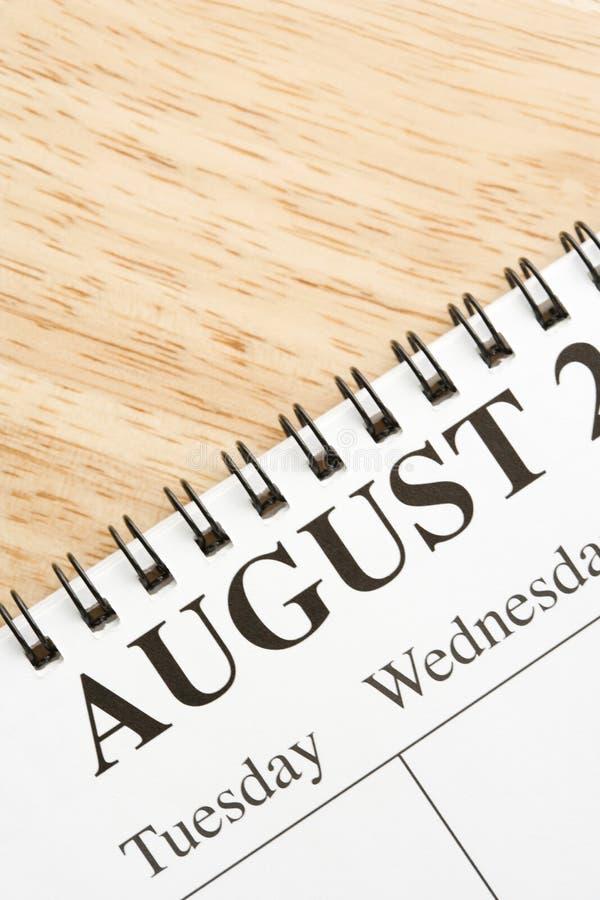 Août sur le calendrier. image stock