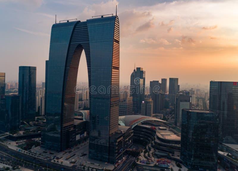 14 août 2018 Ville de Suzhou, Chine Vue aérienne de bourdon des portes à l'est sur le coucher du soleil photographie stock libre de droits
