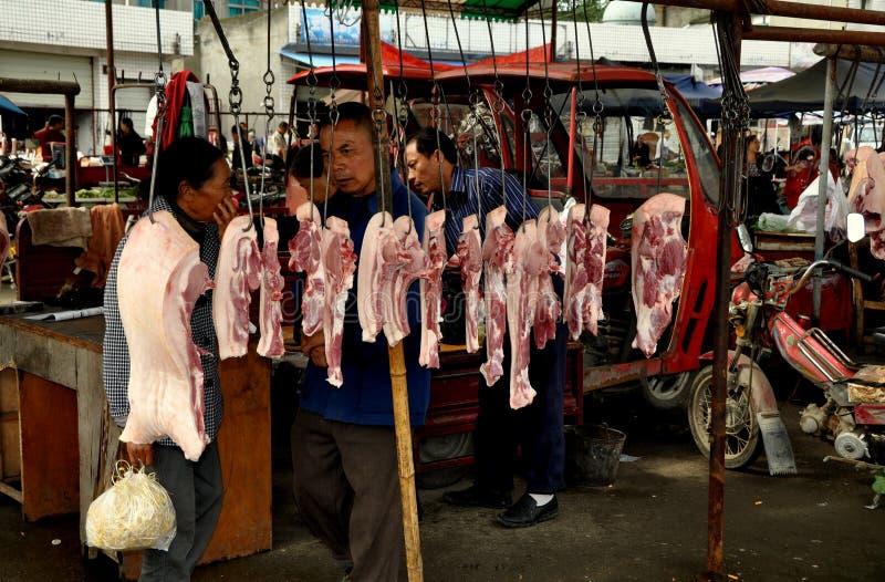 AO-Klingeln, China: Frisches Schweinefleisch am Markt stockfotos