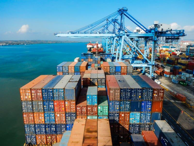 Ao lado no porto de Mombasa, Kenya imagem de stock royalty free