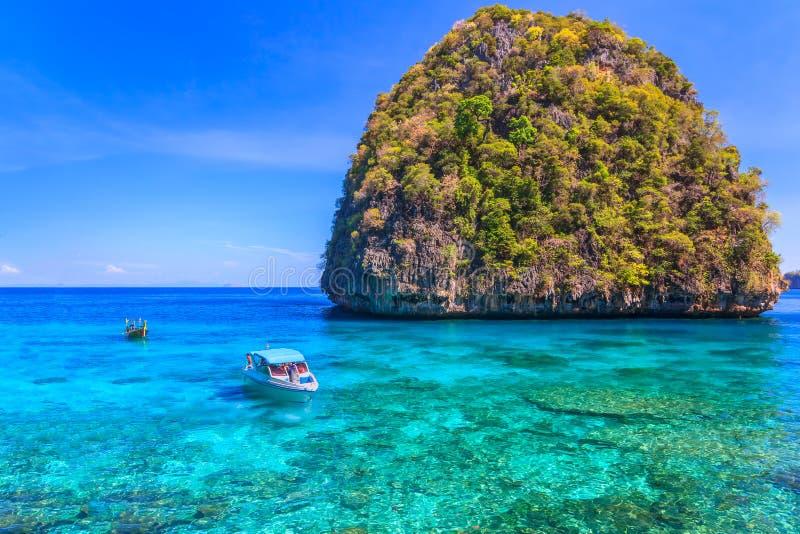 AO Lo sa MA schnorchelt berühmte Ausfluglagune des Punktes in Phi Phi Islands Thailand stockfotografie