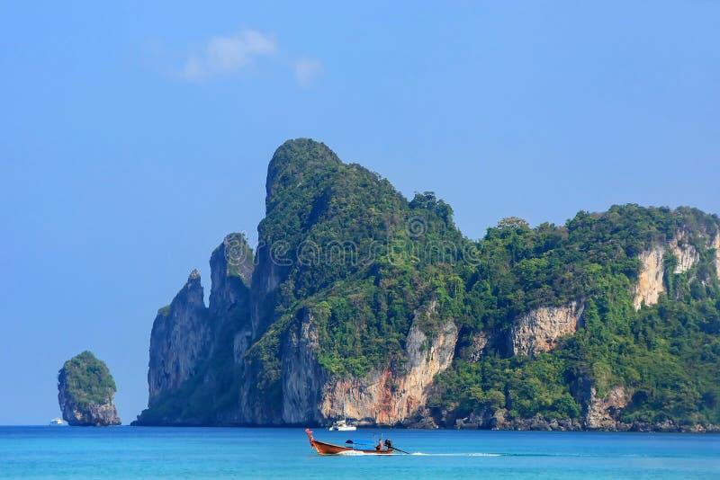 Ao Loh Dalum baai op Phi Phi Don Island, Krabi-Provincie, Thailand stock foto's
